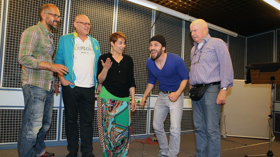 Flint (Christoph Maria Herbst), Thomas Jeffersson Cleary (Tobias Meister), Katja (Iilona Otto), Grigori Orlow (Daniel Wiemer) und Montgomery (Lutz Mackensy)