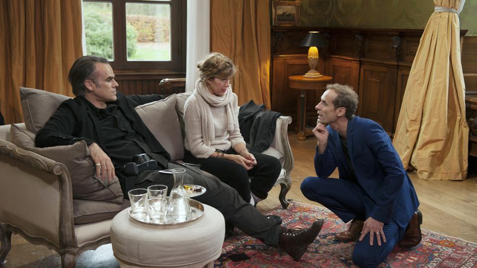 Therese Pönsgen (Anke Engelke) und Thomas Leber (Sebastian Blomberg) mit Regisseur Jan Georg Schütte (r)