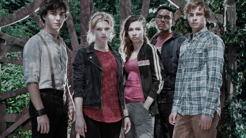 V.l. Kaan Sahan als Tarik, Matti Schmidt-Schaller (Dimitri), Amina Merai (Jenny), Sinje Irslinger (Charlie) und François Goeske (Arman).
