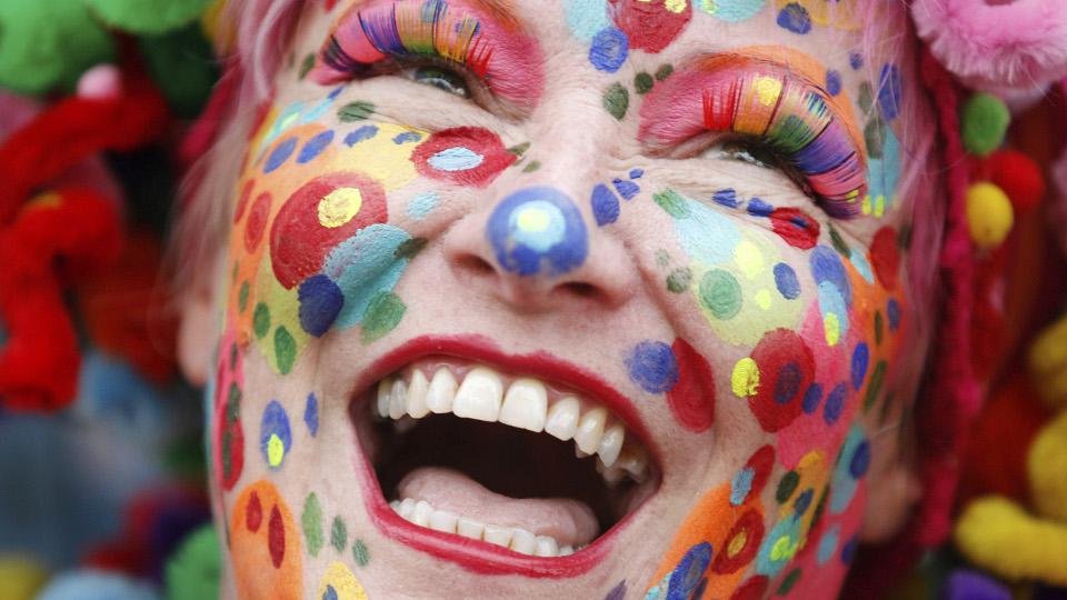 Geschminkte Frau an Karneval
