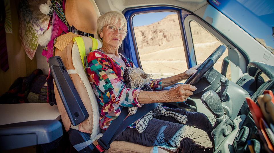 Gisela H. unterwegs in ihrem Wohnmobil.