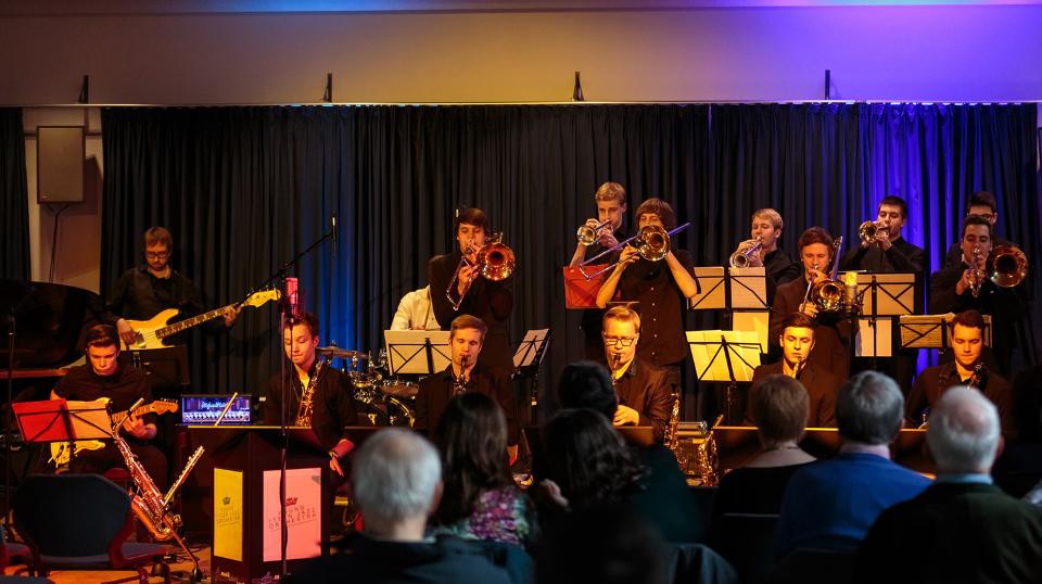 Den Nachwuchspreis bekommt das Young 7Teen Jazz Orchestra.