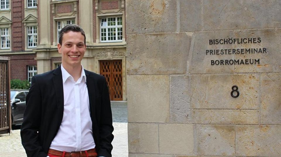 Nicolas (23 J.), katholischer Priester, am Priesterseminar des Bistums Münster