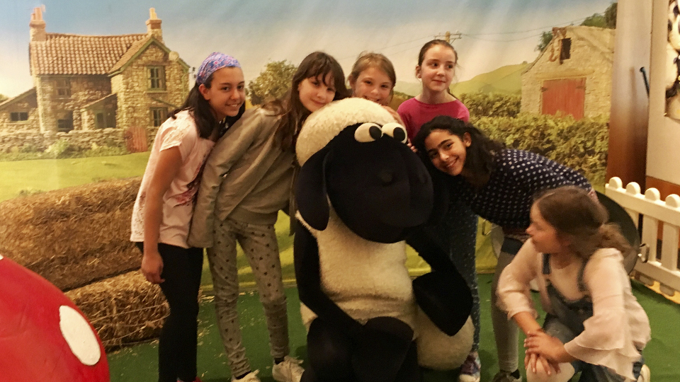 Schülergruppe im Shaun das Schaf-Set
