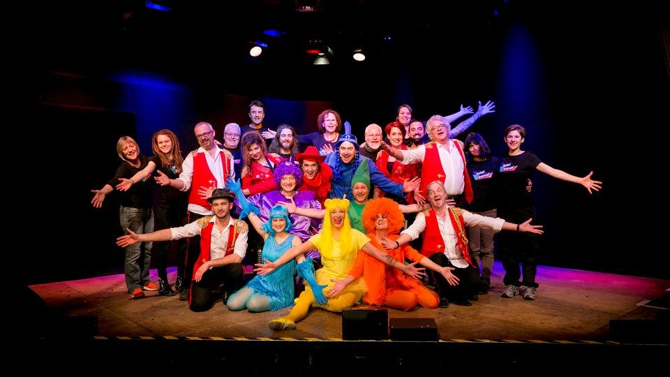 Fatal Banal auf der Bühne - das Ensemble