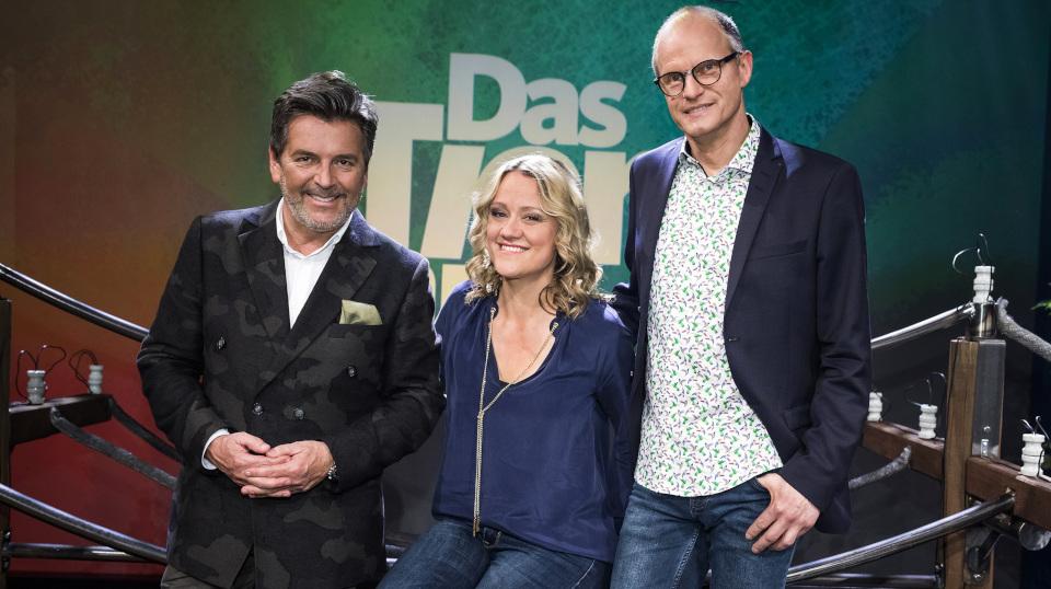 Die Moderatoren Lisa Feller und Dr. Karsten Brensing (r) mit Gast Thomas Anders