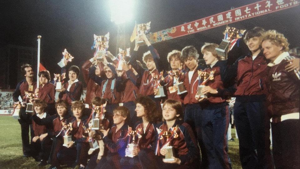 Mannschaftsfoto SSG 09 bei der Siegerehrung in Taiwan 1981