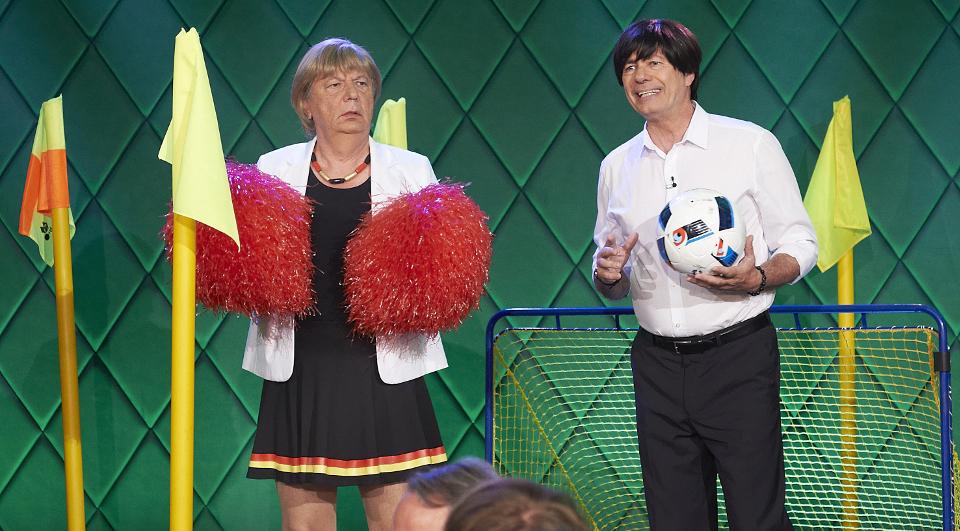 Angela Merkel (Wilfried Schmickler) und Joachim Löw (Uwe Lyko
