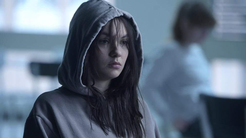 Emma Drogunova in der Rolle der Kim